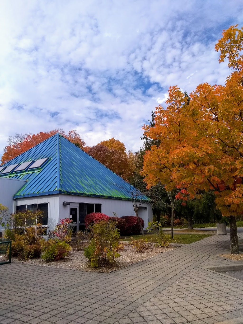 Ontario Travel Information Centre - Hawkesbury | store | 777 ON-417, Chute-à-Blondeau, ON K0B 1B0, Canada | 6136742000 OR +1 613-674-2000