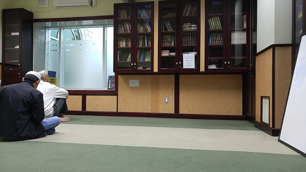 Malton Masjid | mosque | 7097 Airport Rd, Mississauga, ON L4T 2G7, Canada | 9056718777 OR +1 905-671-8777