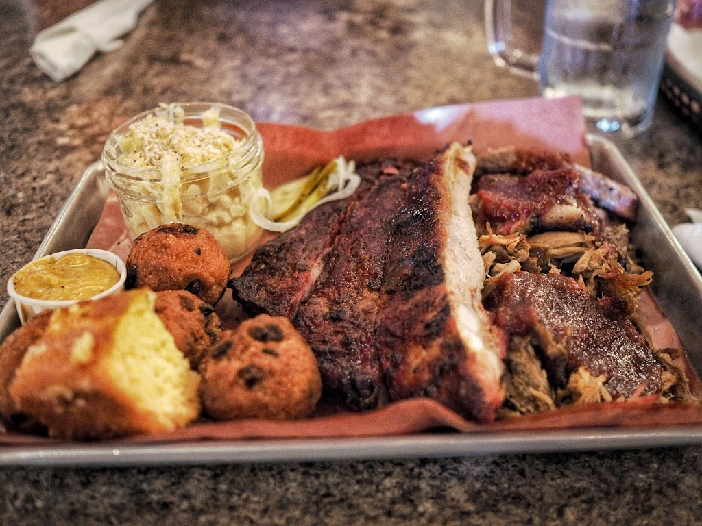 The Lancaster Smokehouse | restaurant | 574 Lancaster St W, Kitchener, ON N2K 1M3, Canada | 5197434331 OR +1 519-743-4331