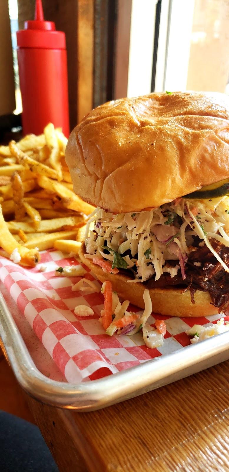 Jones Bar-B-Que | restaurant | 1725 Cook St, Victoria, BC V8T 3P4, Canada | 7782654227 OR +1 778-265-4227