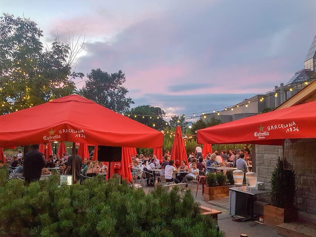 Tavern On The Hill | restaurant | 1223 Alexandra Bridge, Ottawa, ON K1N 9N4, Canada | 6138604455 OR +1 613-860-4455