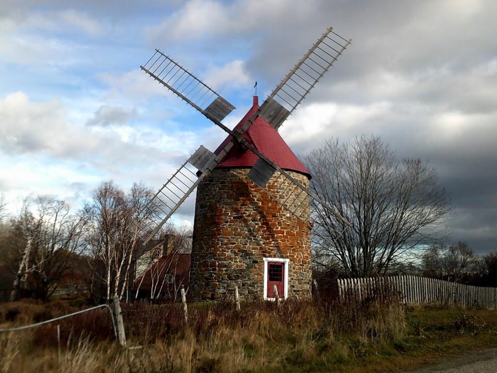 Gîte du Moulin | lodging | 15 Chemin du Moulin, LIsle-aux-Coudres, QC G0A 1X0, Canada | 4188090362 OR +1 418-809-0362