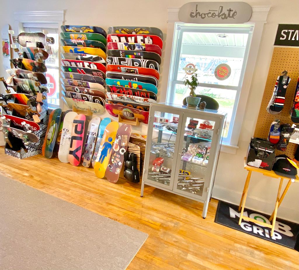 Igot skate | store | 33 Park St, Kentville, NS B4N 1L9, Canada | 9026700596 OR +1 902-670-0596
