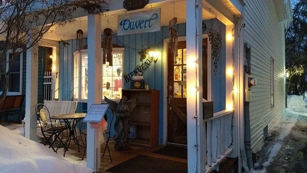 Boutique Librairie lEssence-Ciel | book store | 867 Rue Jacques-Cartier, Gatineau, QC J8T 2W3, Canada | 8195682643 OR +1 819-568-2643