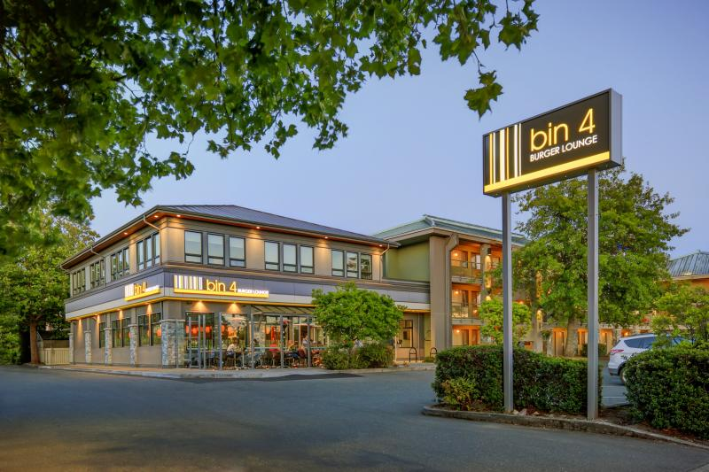 Accent Inns Victoria | lodging | 3233 Maple St, Victoria, BC V8X 4Y9, Canada | 2504757500 OR +1 250-475-7500