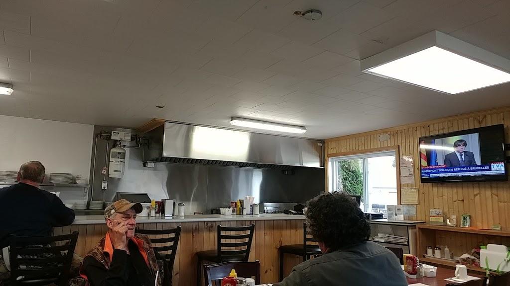 Restaurant 4 Saisons | restaurant | 199 Rue Principale, Lac-du-Cerf, QC J0W 1S0, Canada | 8195974295 OR +1 819-597-4295