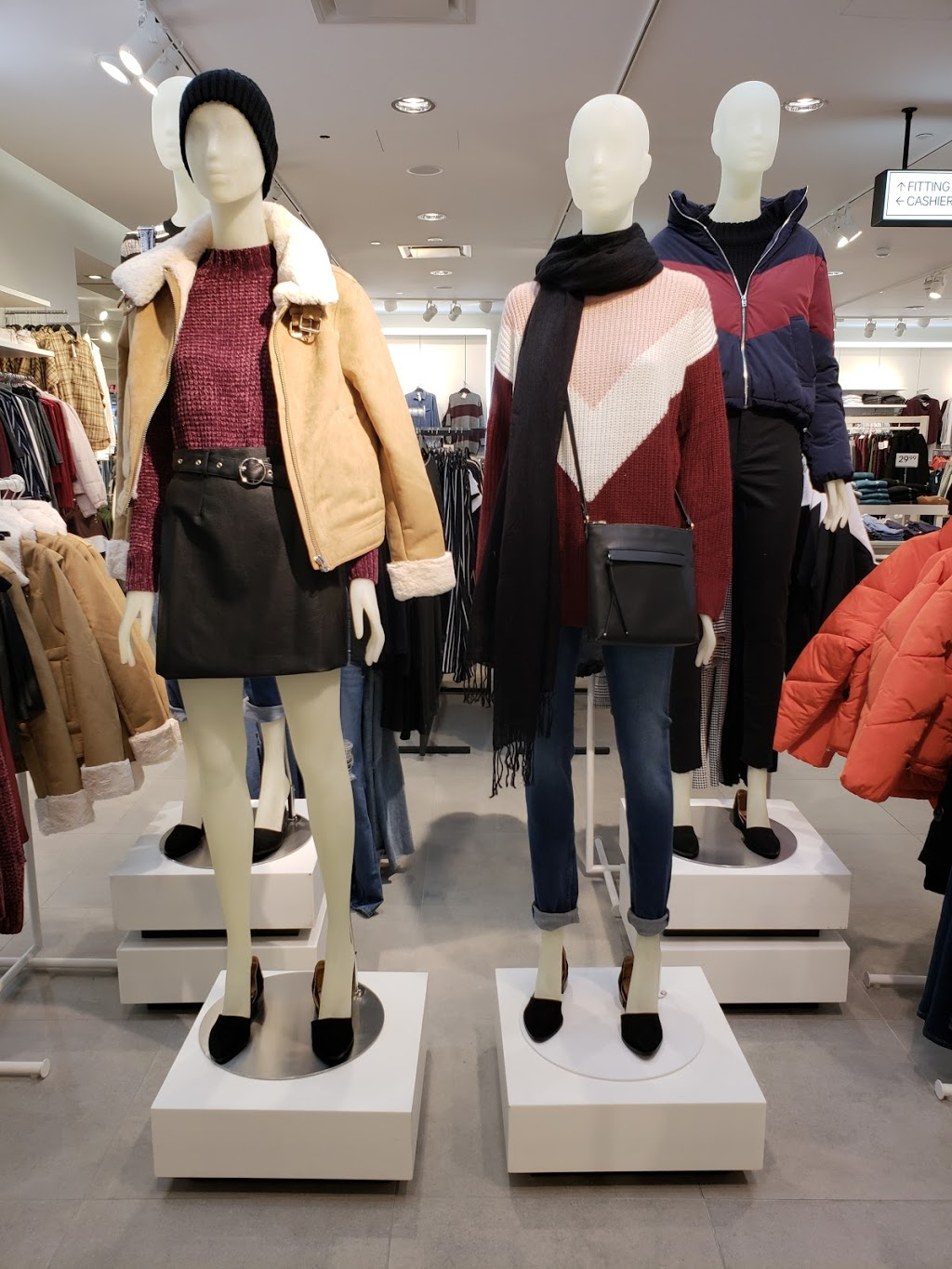 H&M | clothing store | 999 Upper Wentworth St, Hamilton, ON L9A 4X5, Canada | 8552727007 OR +1 855-272-7007