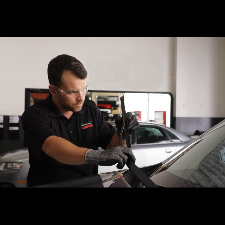 Speedy Glass | car repair | 120 Russett Ave Unit 2, Oshawa, ON L1G 3R5, Canada | 9057289660 OR +1 905-728-9660