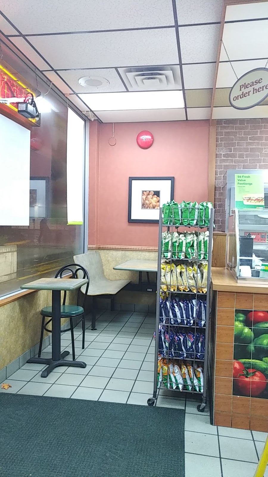 Subway | restaurant | Gorge Shopping Center, 2935 Tillicum Rd, Victoria, BC V9A 2A6, Canada | 2503806611 OR +1 250-380-6611