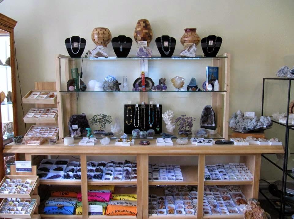 Amethyst Boutique | store | 76 Victoria St, Parrsboro, NS B0M 1S0, Canada | 9024894367 OR +1 902-489-4367