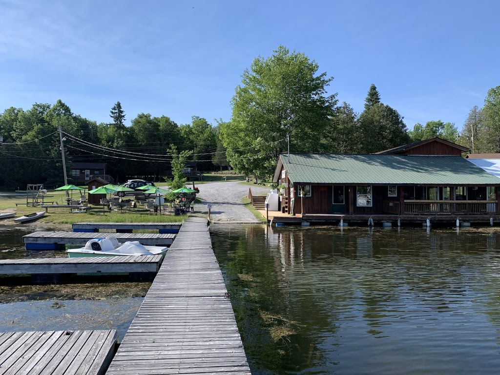 Huck's Lakeside Bar + Restaurant | restaurant | 17 Fire Rte 82B, Buckhorn, ON K0L 1J0, Canada | 7059314455 OR +1 705-931-4455