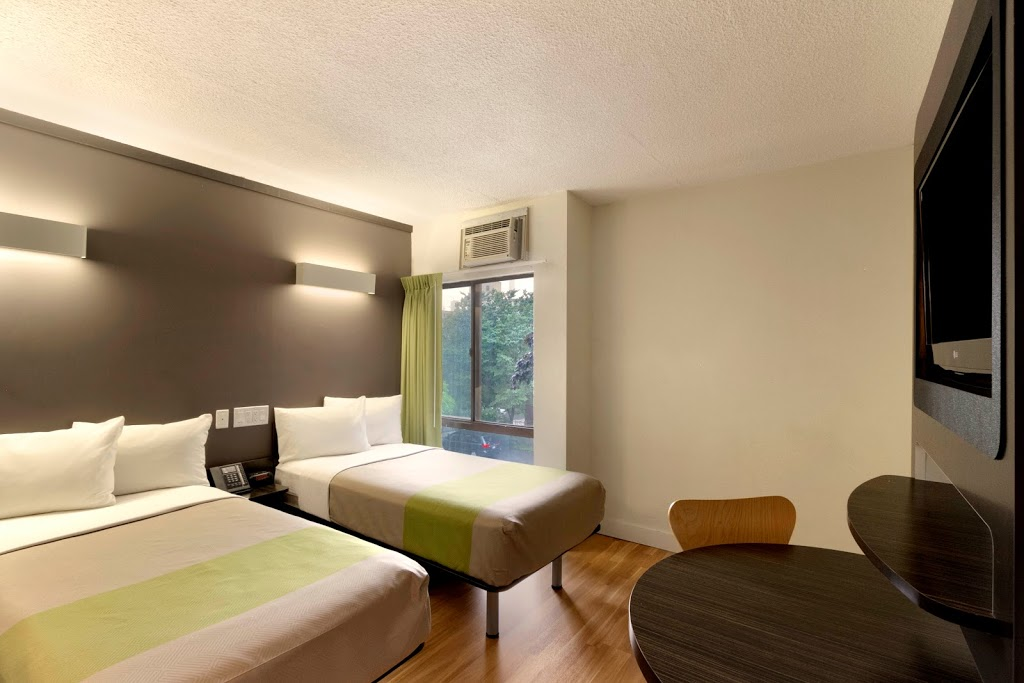 Studio 6 | lodging | 165 Grange Ave, Toronto, ON M5T 2V5, Canada | 4166037700 OR +1 416-603-7700