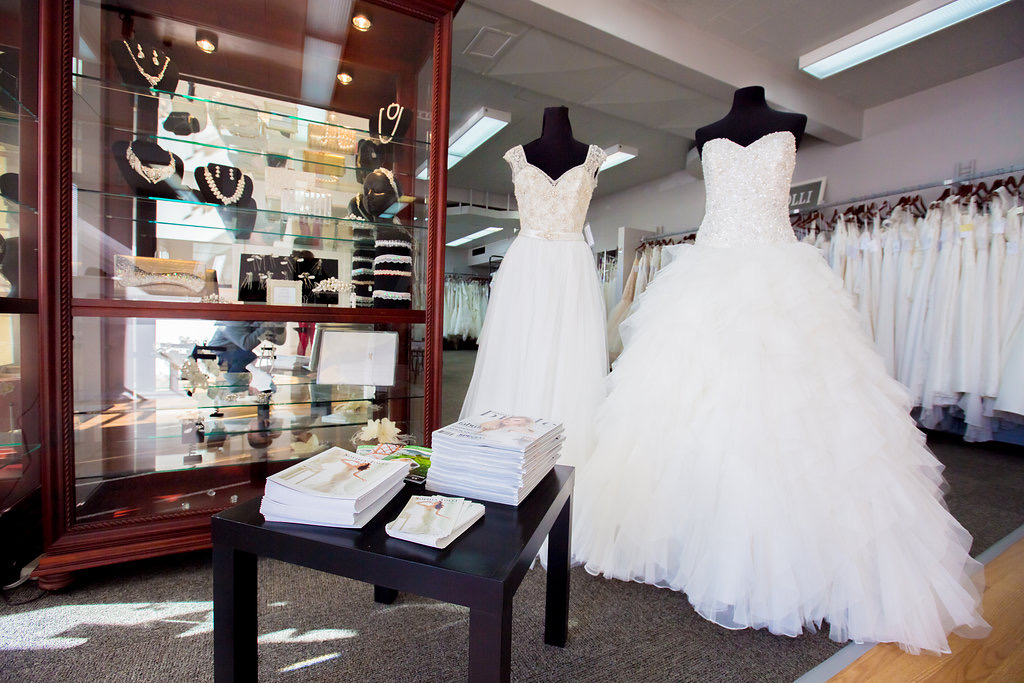 Luz Bridal Boutique | clothing store | 1006 Hillside Ave, Victoria, BC V8T 2A3, Canada | 2503602269 OR +1 250-360-2269