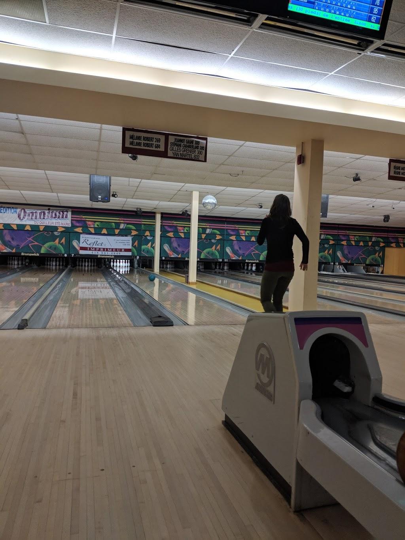 Salon de Quilles Ste-Marie | bowling alley | 375, Rte Cameron, Sainte-Marie, QC G6E 3E2, Canada | 4183873848 OR +1 418-387-3848
