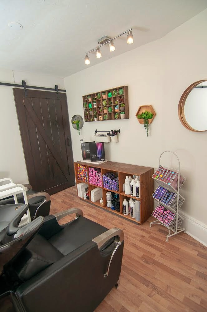 M Salon by MonStyleFile | hair care | 804 King St W Unit 2, Hamilton, ON L8S 1K1, Canada | 2892735084 OR +1 289-273-5084