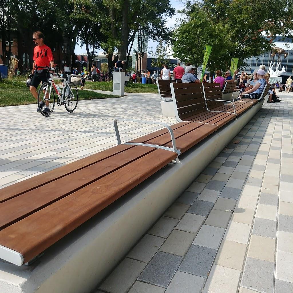 Place Jean-Béliveau | park | 250 Boulevard Wilfrid-Hamel, Québec, QC G1L 4W7, Canada | 4186416001 OR +1 418-641-6001