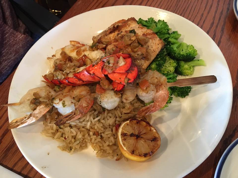Red Lobster   restaurant   319 Bayfield St, Barrie, ON L4M 3C2, Canada   7057282401 OR +1 705-728-2401