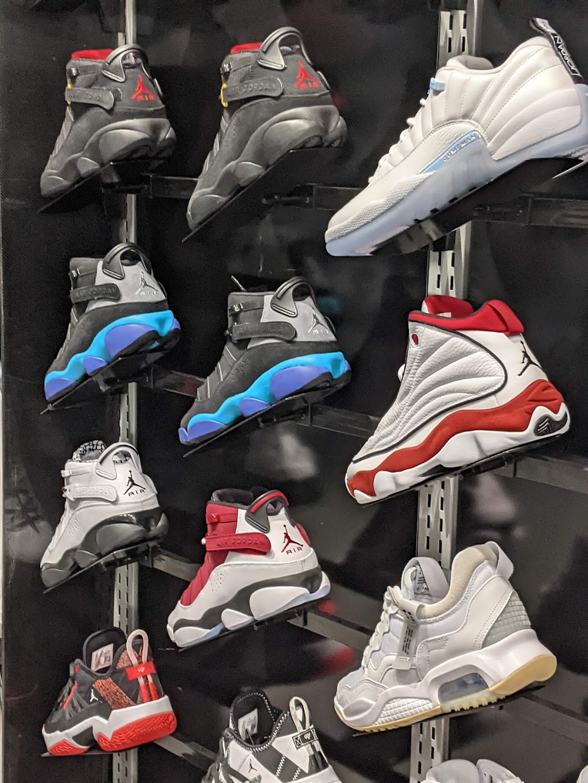 Foot Locker   clothing store   900 Maple Avenue Suite Bb44, Burlington, ON L7S 2J8, Canada   9053334221 OR +1 905-333-4221