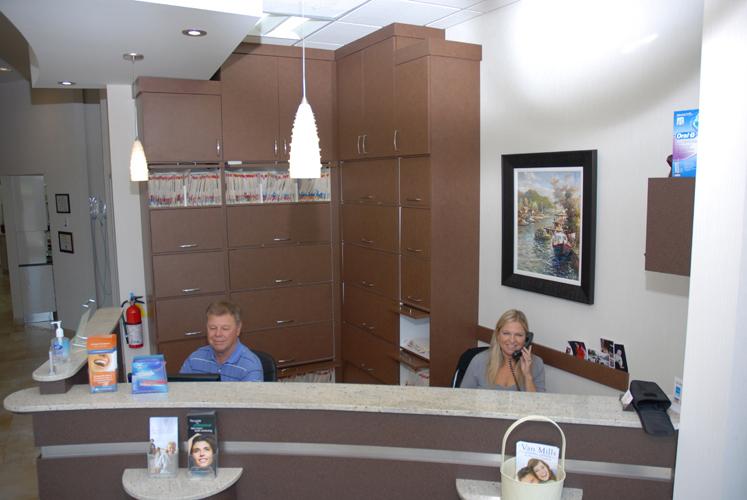 Van Mills Dental Dr. DeMarchi | dentist | 1900 Fowler Dr Unit D107, Mississauga, ON L5K 0A1, Canada | 9058237600 OR +1 905-823-7600