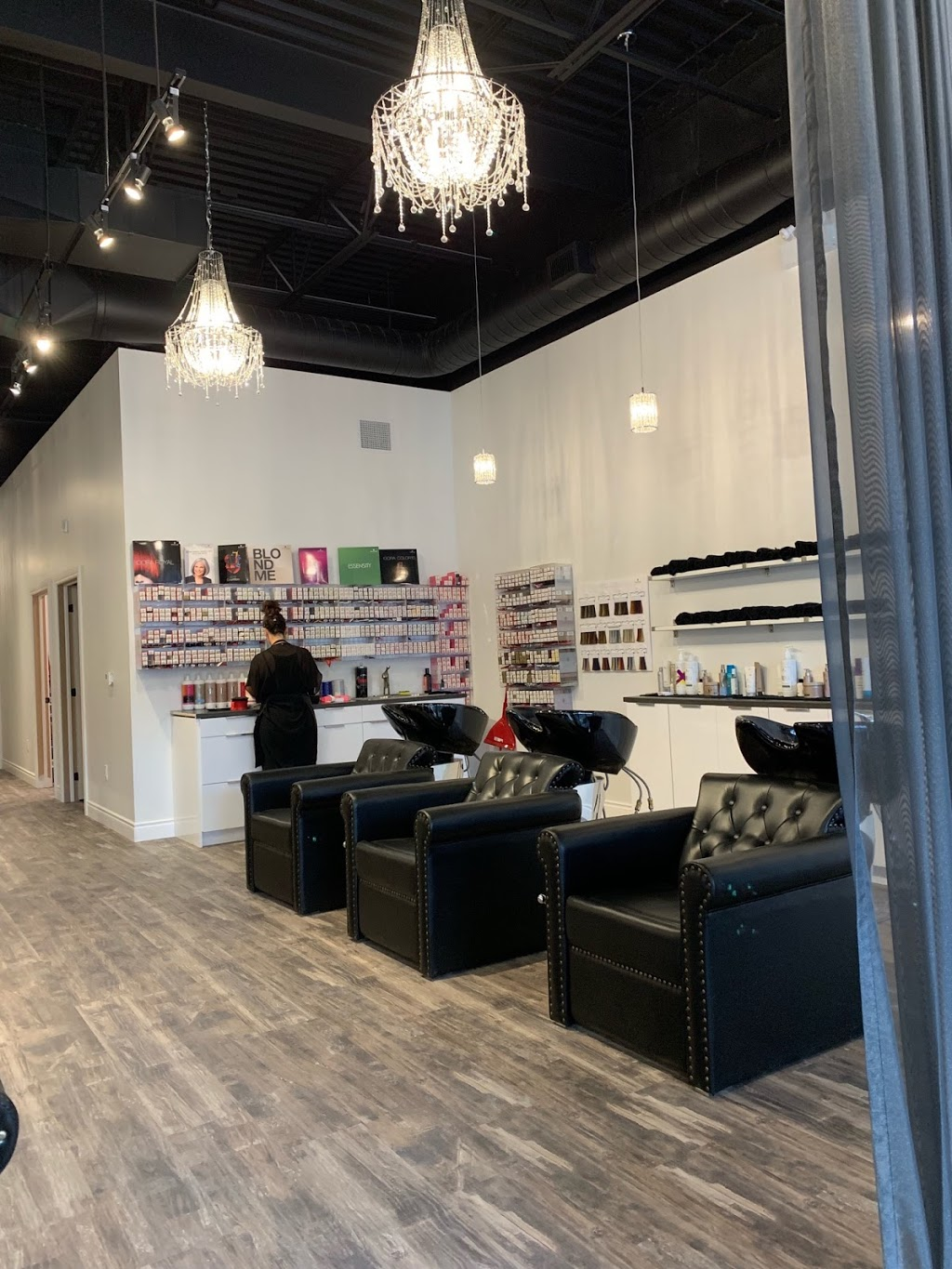Tinted Love Hair Studio | hair care | 829 Big Bay Point Rd D5, Barrie, ON L4M 4S6, Canada | 7057397779 OR +1 705-739-7779