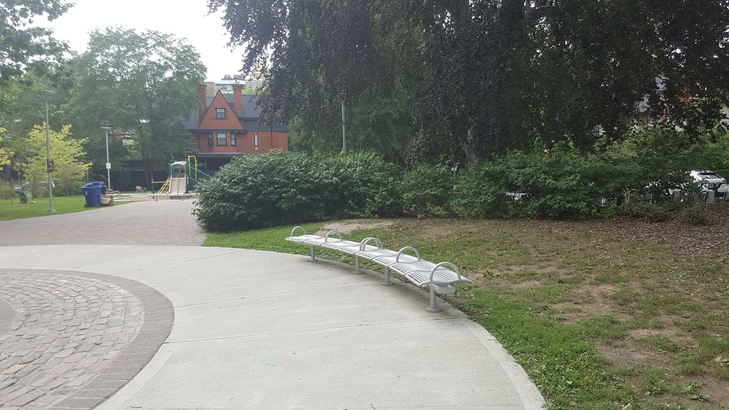 Taddle Creek Park | park | 40 Bedford Rd, Toronto, ON M5R 2J9, Canada | 4163956003 OR +1 416-395-6003