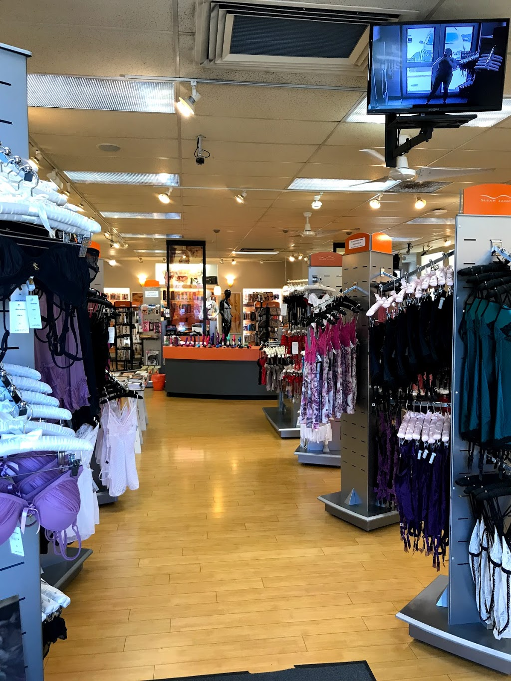 Susan James Store | clothing store | 942 Hillside Ave, Victoria, BC V8T 2A1, Canada | 2503842955 OR +1 250-384-2955