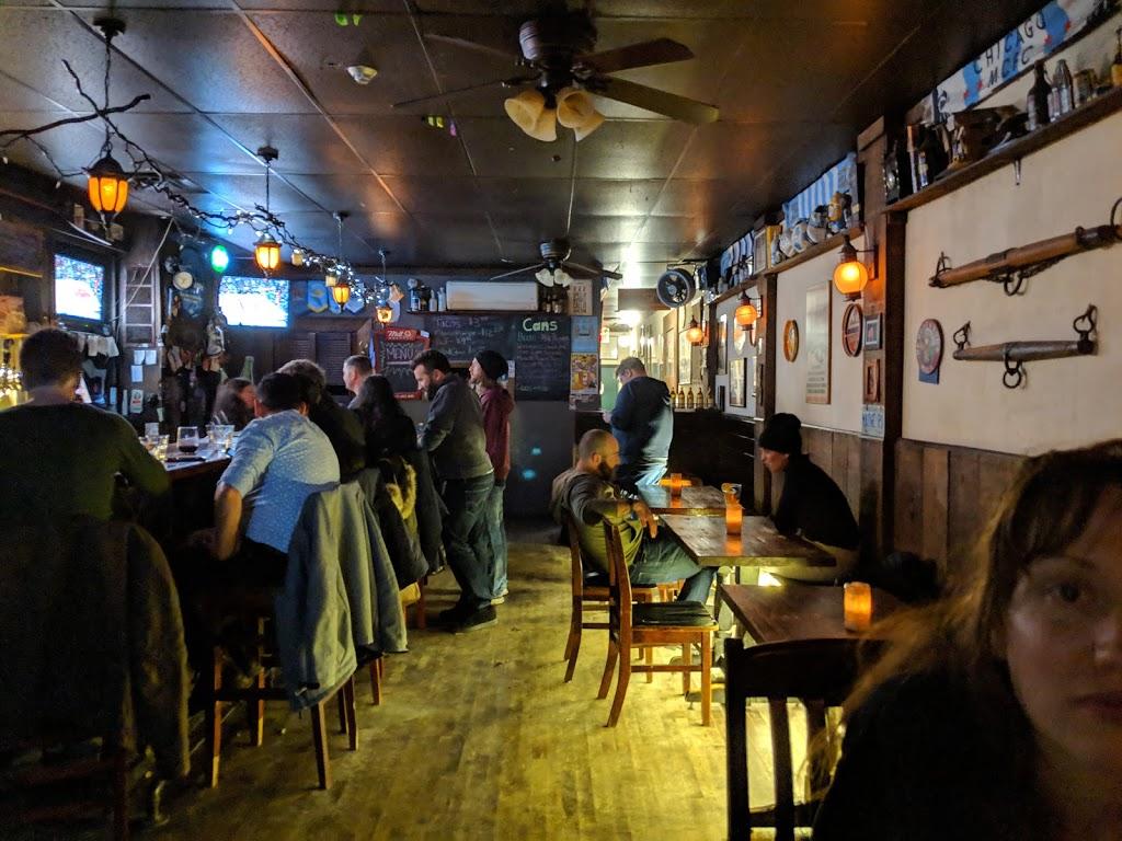 Opera Bobs Public House | restaurant | 1112 Dundas St W, Toronto, ON M6J 2Y2, Canada | 4165365585 OR +1 416-536-5585