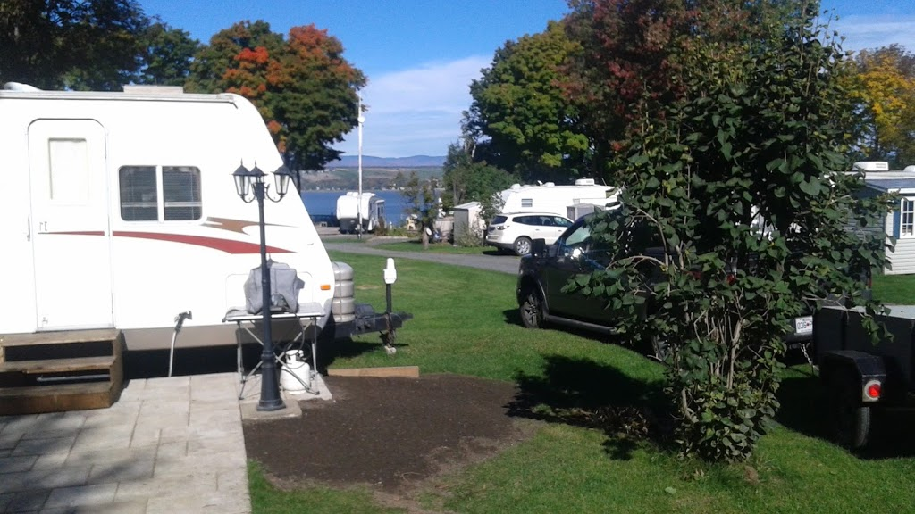 Domaine au fil du fleuve | campground | 212 Route du Fleuve, Beaumont, QC G0R 1C0, Canada | 4189550341 OR +1 418-955-0341
