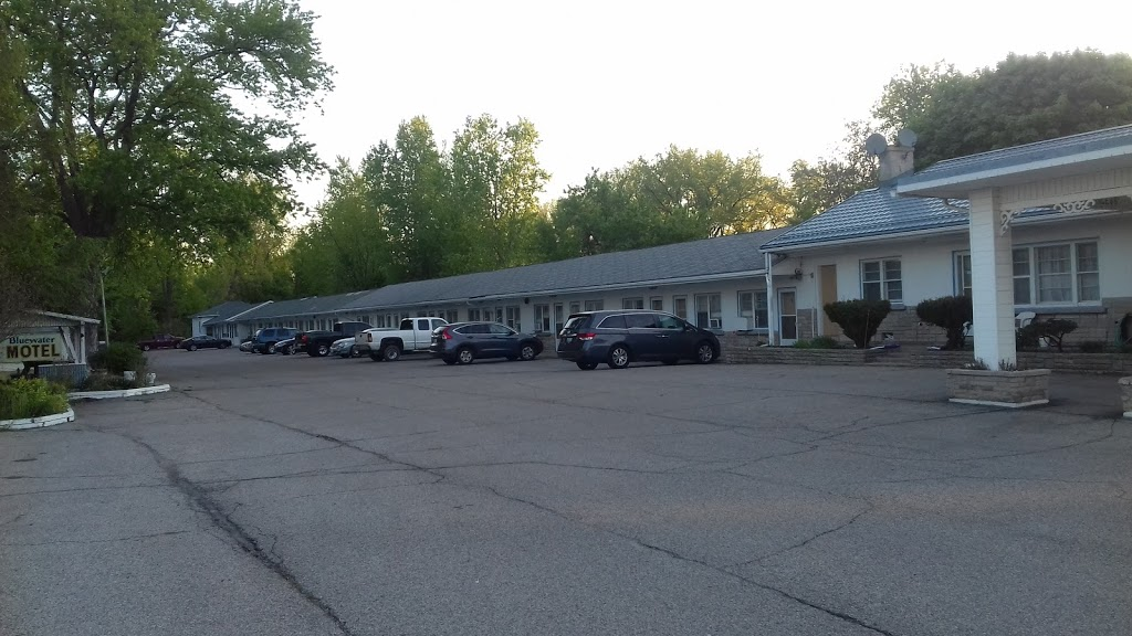 Bluewater Motel | lodging | 1626, London Line, Sarnia, ON N7T 7H2, Canada | 5195425535 OR +1 519-542-5535