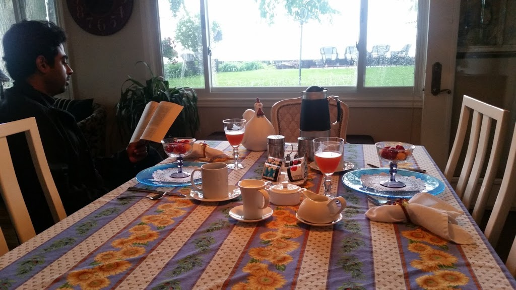 Point Pelee Lakeshore B&B | lodging | 804 Point Pelee Dr, Leamington, ON N8H 3V4, Canada | 5199628844 OR +1 519-962-8844