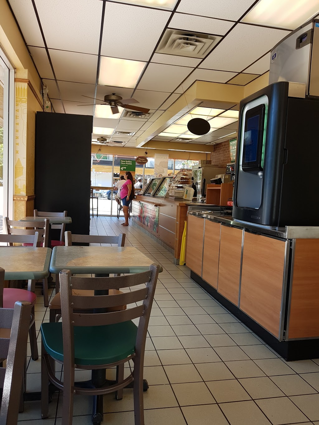 Subway | restaurant | 6610 Royal Ave, West Vancouver, BC V7W 2B9, Canada | 6049216789 OR +1 604-921-6789