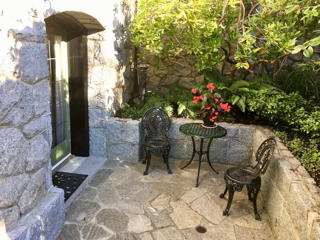 Prior Castle Inn | lodging | 620 St Charles St, Victoria, BC V8S 3N7, Canada | 2505981848 OR +1 250-598-1848