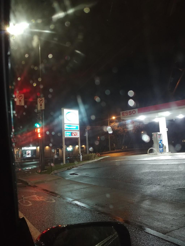 Esso | gas station | 2530 Boulevard Central, Québec, QC G1P 3P1, Canada | 4186831515 OR +1 418-683-1515