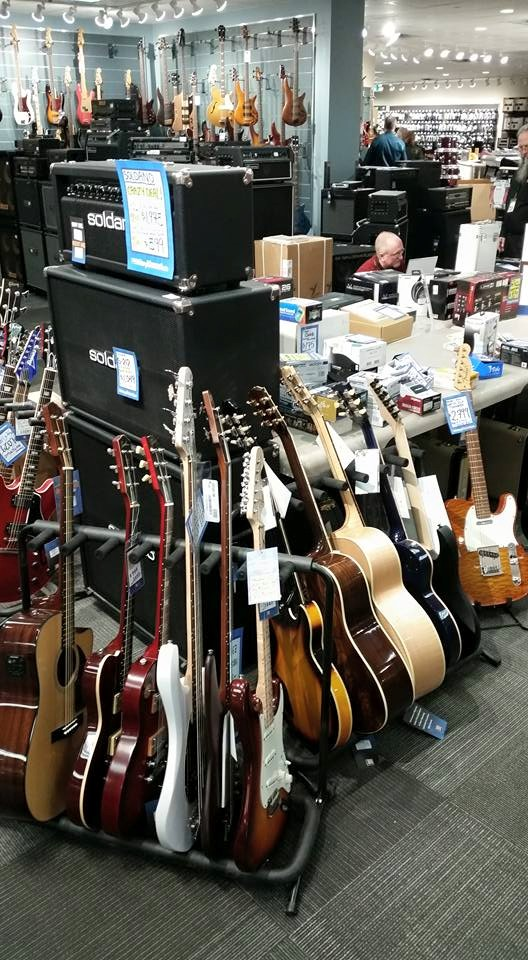 Long & McQuade Musical Instruments | electronics store | 902 Simcoe St N, Oshawa, ON L1G 4W1, Canada | 9054341612 OR +1 905-434-1612