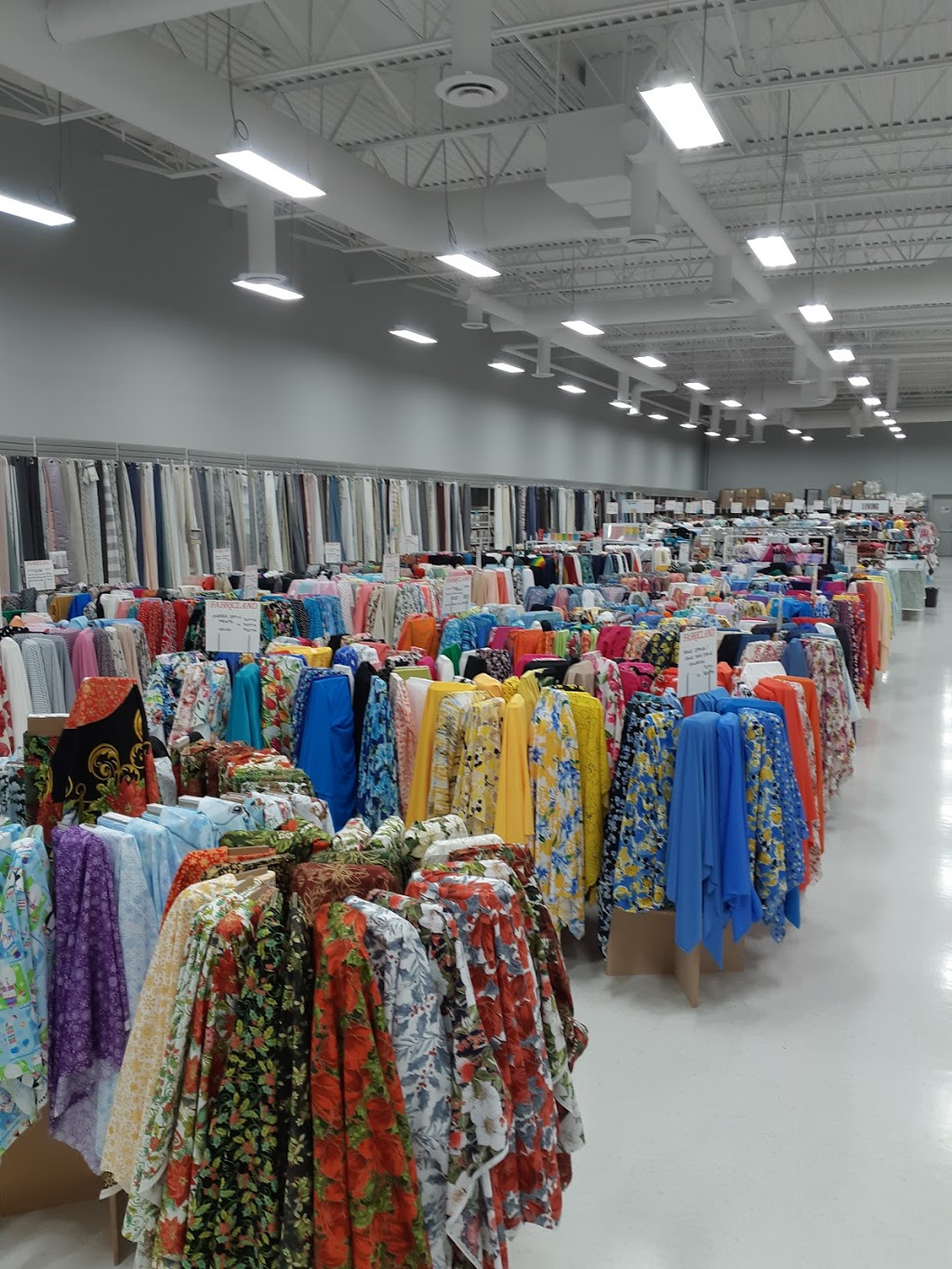 Fabricland | home goods store | 12024 Sarcee Trail NW Unit #820, Calgary, AB T3R 0J1, Canada | 4032026108 OR +1 403-202-6108