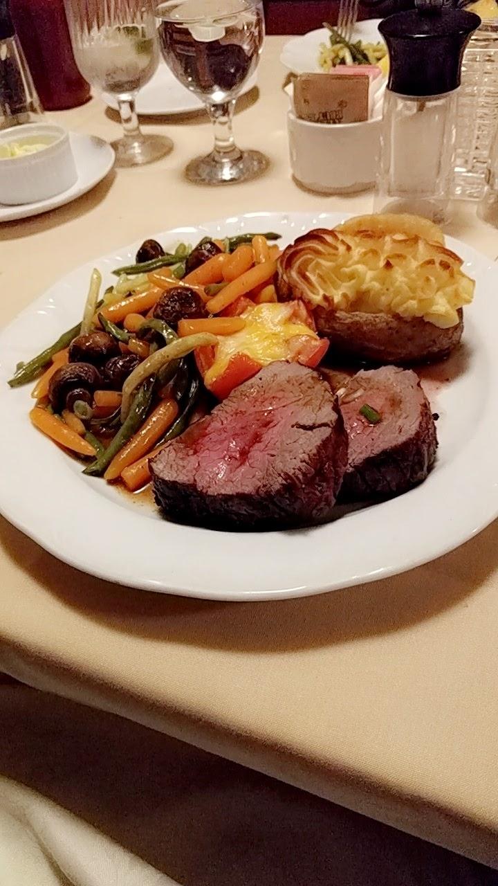 Golfs Steak House & Seafood   restaurant   598 Lancaster St W, Kitchener, ON N2K 1M3, Canada   5195794050 OR +1 519-579-4050