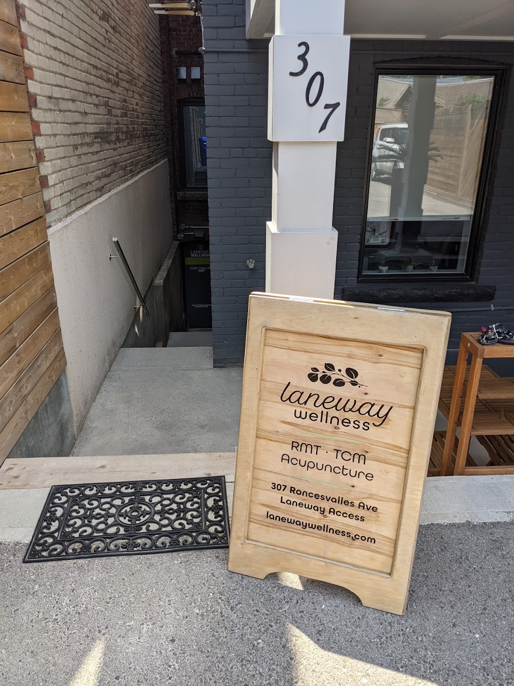 Laneway Wellness | point of interest | Laneway Access, 307 Roncesvalles Ave, Toronto, ON M6R 2M6, Canada | 6476737485 OR +1 647-673-7485