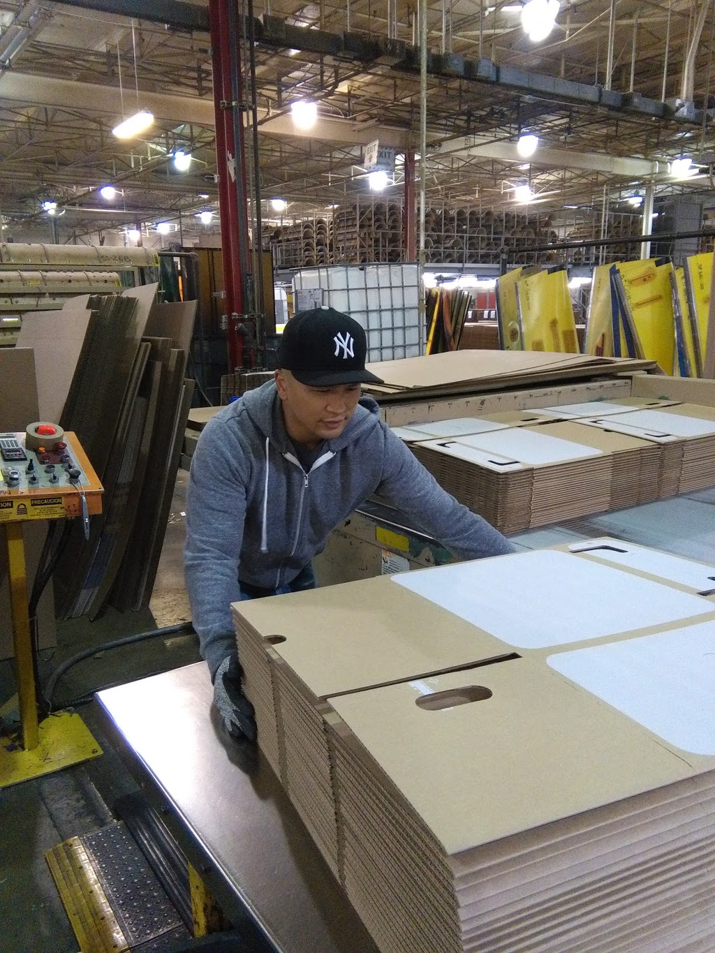 Crown Packaging | store | 13911 Garden City Rd, Richmond, BC V7A 2S5, Canada | 6042777111 OR +1 604-277-7111