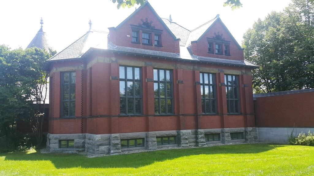 Westmount Park   park   329, 327 Avenue Melville, Westmount, QC H3Z 2J7, Canada   5148391624 OR +1 514-839-1624