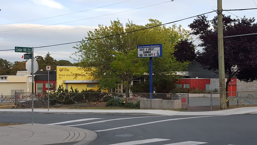 École Élémentaire Doncaster Elementary | school | 1525 Rowan St, Victoria, BC V8P 1X4, Canada | 2505953611 OR +1 250-595-3611