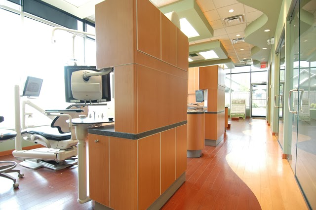 Southridge Dental - Family & Cosmetic Dentistry | dentist | 5680 152 St #103, Surrey, BC V3S 3K2, Canada | 6045751555 OR +1 604-575-1555
