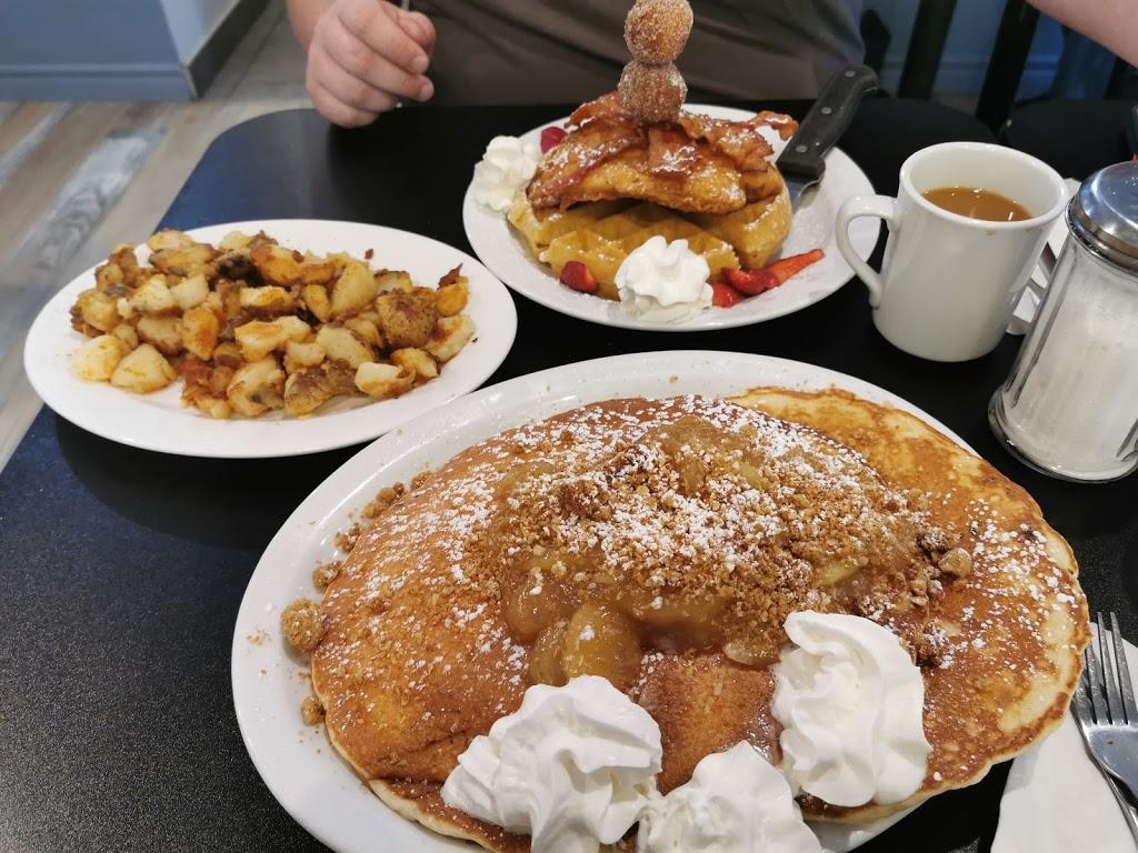 Beach House Grill | restaurant | 70 Park St, Kingsville, ON N9Y 0A2, Canada | 5197129335 OR +1 519-712-9335