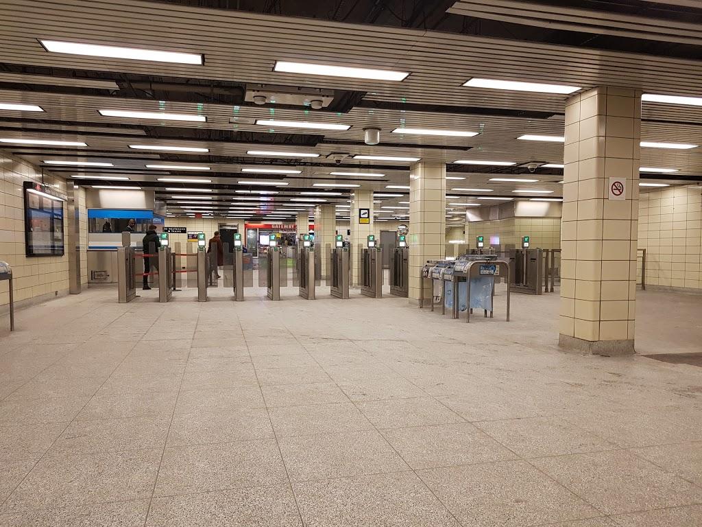 Lansdowne | subway station | 691 Lansdowne Ave, Toronto, ON M6H 3Y9, Canada