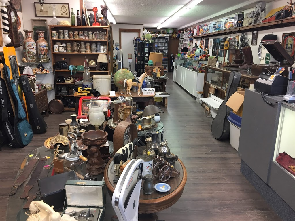 Black Diamond Collectibles | home goods store | Located at back of building, 1694 Cedar Rd, Nanaimo, BC V9X 1W1, Canada | 2503234441 OR +1 250-323-4441