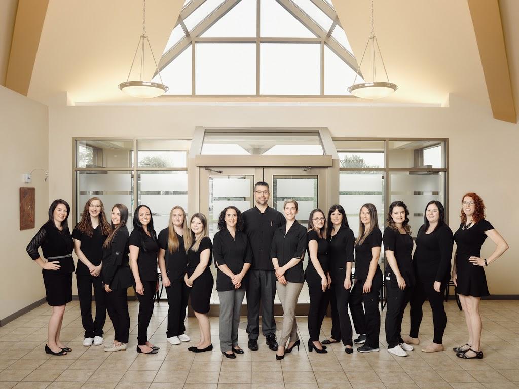 Centre Dentaire Elmwood Dental | dentist | 330 Elmwood Dr, Moncton, NB E1A 8R5, Canada | 5068544455 OR +1 506-854-4455