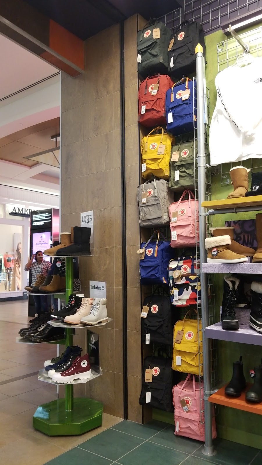 Journeys | clothing store | Fairview Park Mall, 2960 Kingsway Dr, Kitchener, ON N2C 1X1, Canada | 5197486865 OR +1 519-748-6865