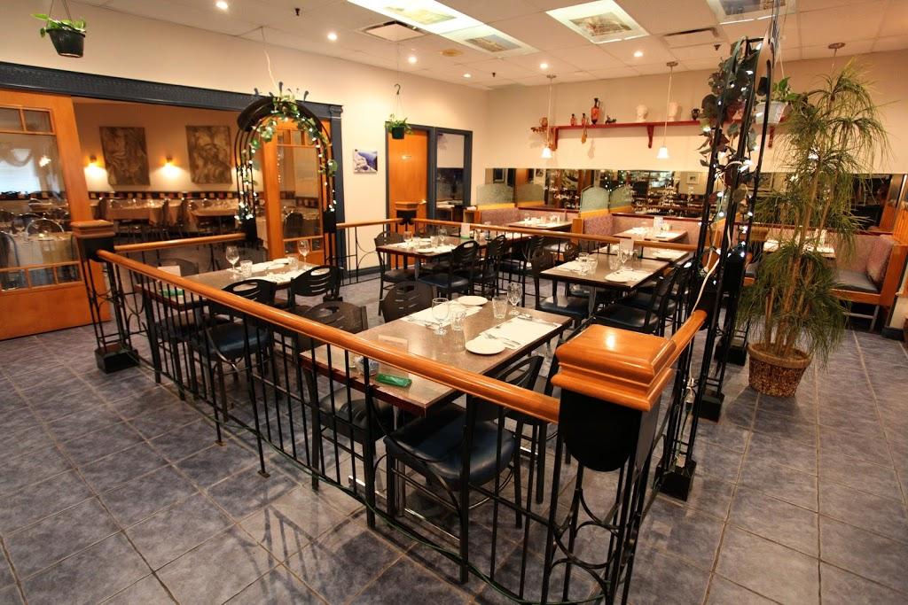Restaurant Chez Harry | restaurant | 1190 Boulevard Louis-XIV, Place Louis-XIV, Québec, QC G1H 6P2, Canada | 4186286187 OR +1 418-628-6187