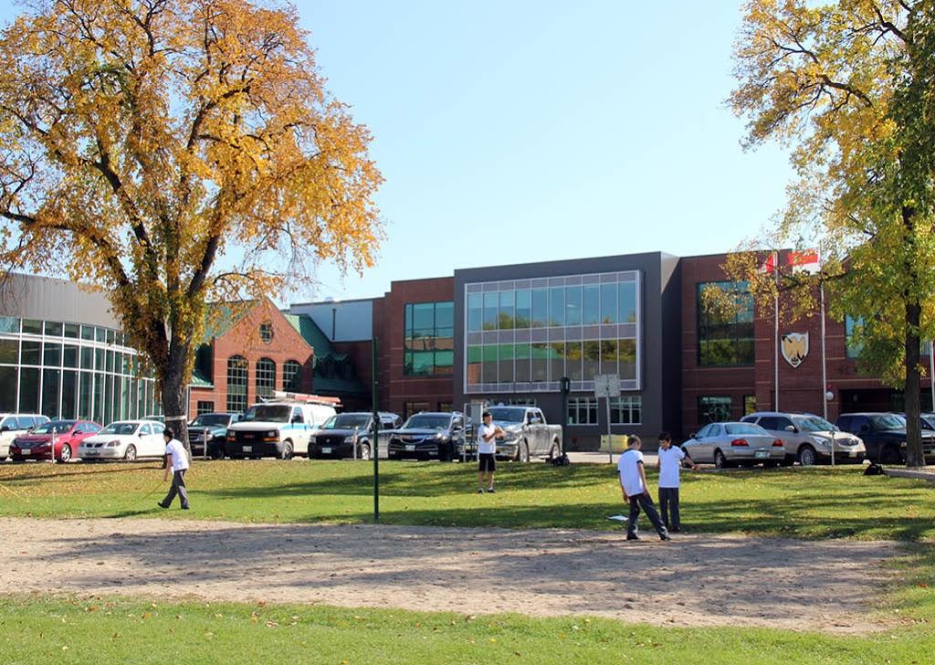 St. Johns-Ravenscourt School | school | 400 South Dr, Winnipeg, MB R3T 3K5, Canada | 2044772485 OR +1 204-477-2485