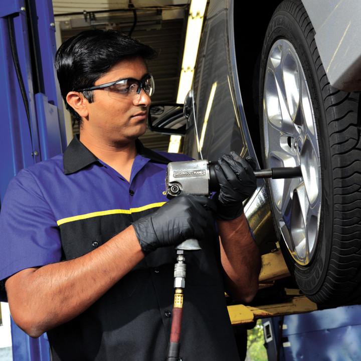 Fountain Tire | car repair | 8550 Yellowhead Trail NW, Edmonton, AB T5B 1G6, Canada | 7804748201 OR +1 780-474-8201