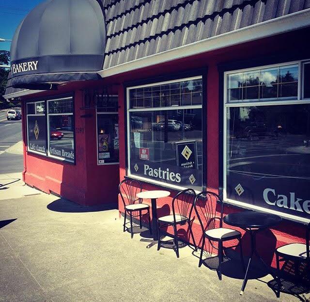The Italian Bakery | bakery | 3197 Quadra St, Victoria, BC V8X 1E9, Canada | 2503884557 OR +1 250-388-4557